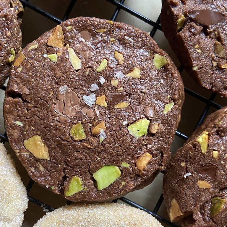 chocolate pistachio shortbread cookie